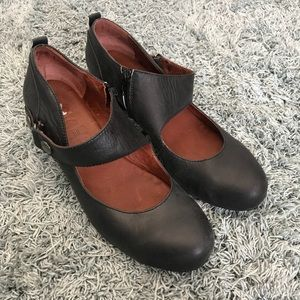 Anthropologie Sachelle Leather Mary Janes, 41